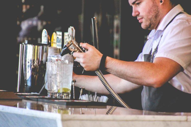 Comment gérer un bar en pleine conformité avec la loi – Vente de boissons alcoolisées